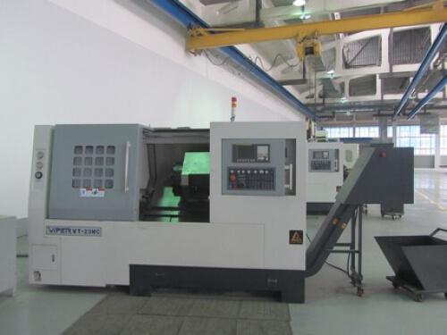 Полуавтоматический токарно-винторезный станок с ЧПУ (FANUC 0iTD) VIPER VT 23 MC