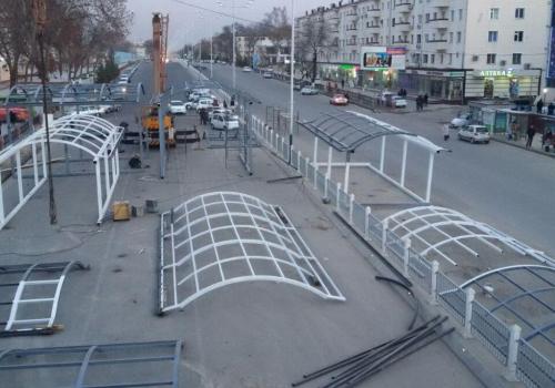 Металлический каркас наземного пешеходного моста